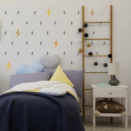 מדבקות ברקים מאויירים שחור וזהובים לחדרי ילדים ונוער - מיכל נמצוב סטודיו m creative